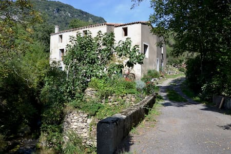 room with a river view in secluded once water mill - Montjoi