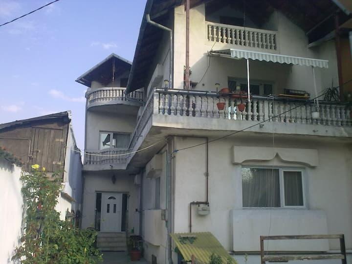 Spacious villa 20 min from center