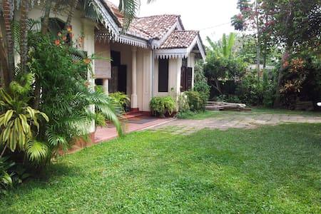 Sumudu Tourist Guest House - Room 2 - Ambalangoda - Villa