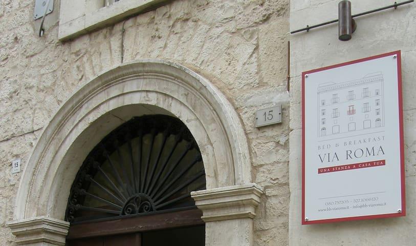 B&B Via Roma: Camera Bianca - Acquaviva delle Fonti - Penzion (B&B)