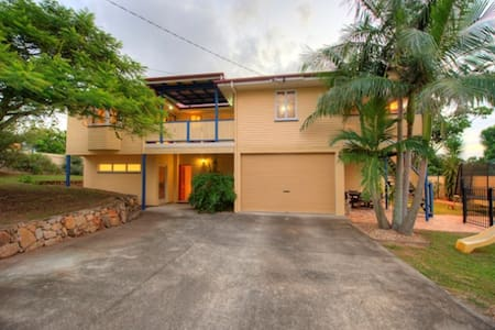 Large room / queen bed / tv - Chermside West - Casa