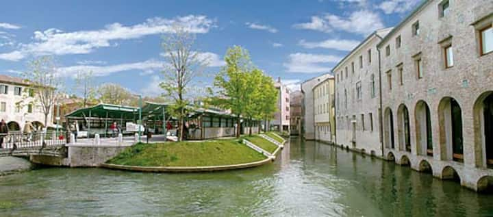 Comfortable apartment few min. to Venice by train.