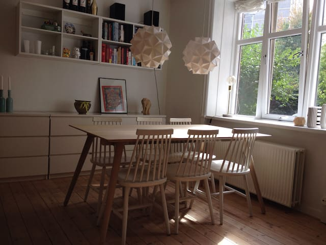 Bright and cozy, in a calm area - Frederiksberg - Appartement