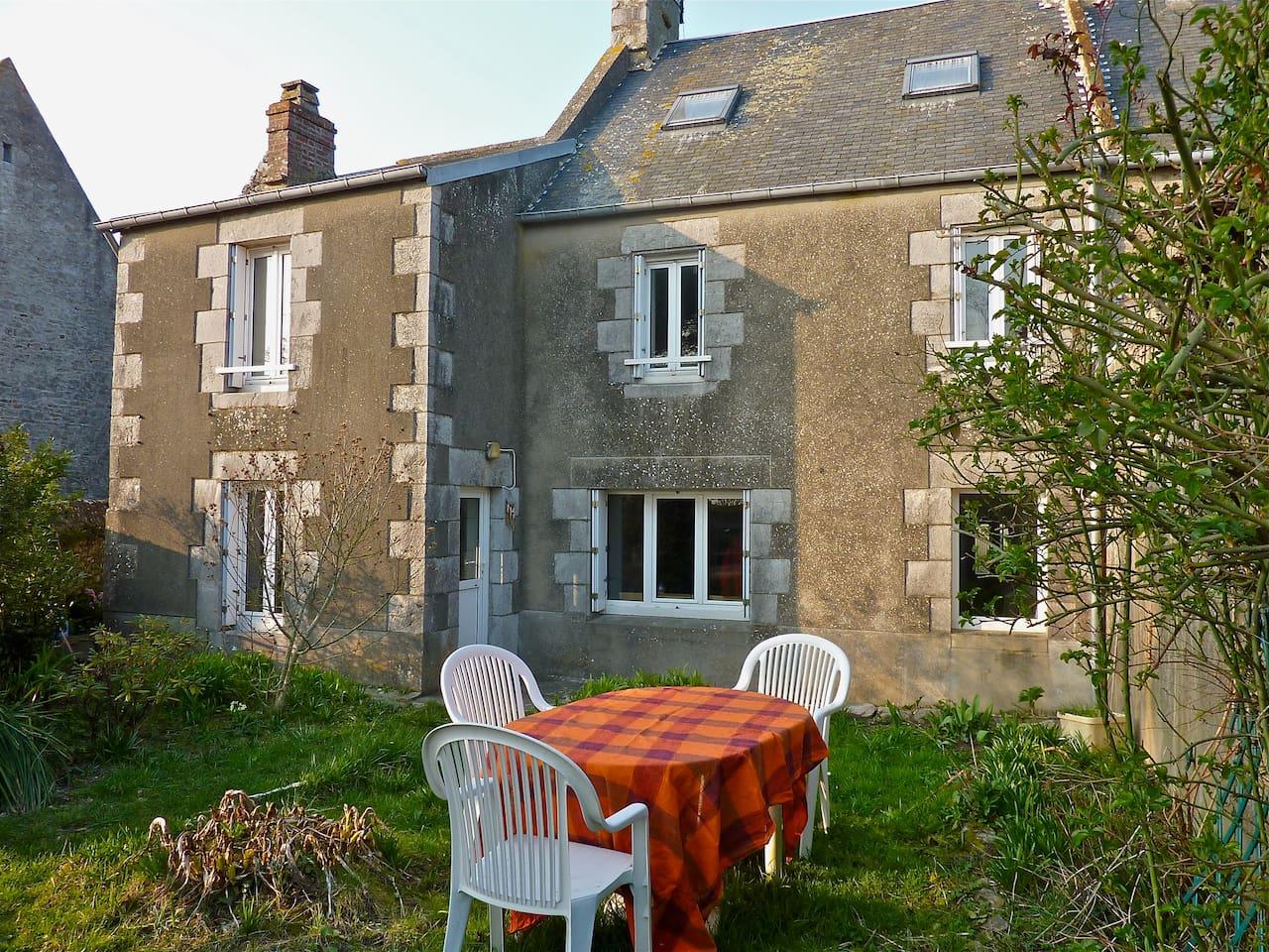 Maison en pierre de pays avec vue sur le havre et jardin privatif orienté au sud