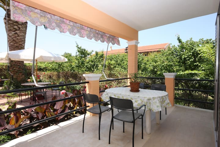 Garden view ground floor apartment - Agios Georgios Pagon