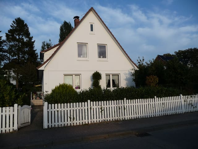 Tolle Ferienwohnung in Strandnähe! - Timmendorfer Strand - Apartament