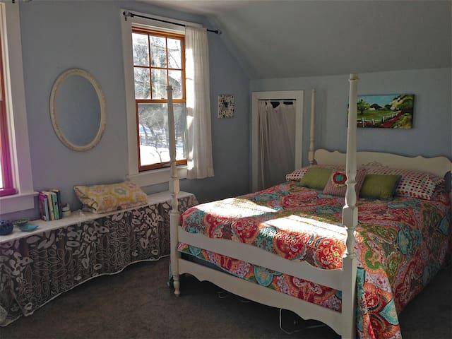 Garden Room Bedroom  Double bed w/full bath. Upstairs.