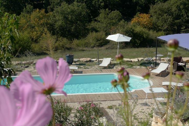 Gîte avec piscine  en campagne  - Barjac