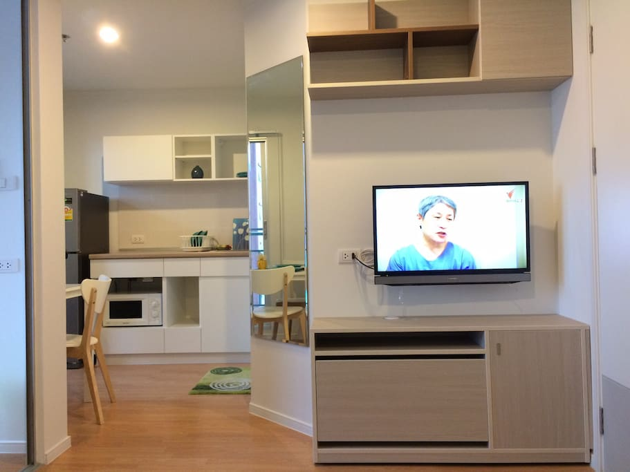 Living room in connect to kitchen.