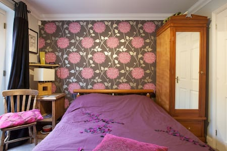 Double Room + Ensuite by Hartham Pk