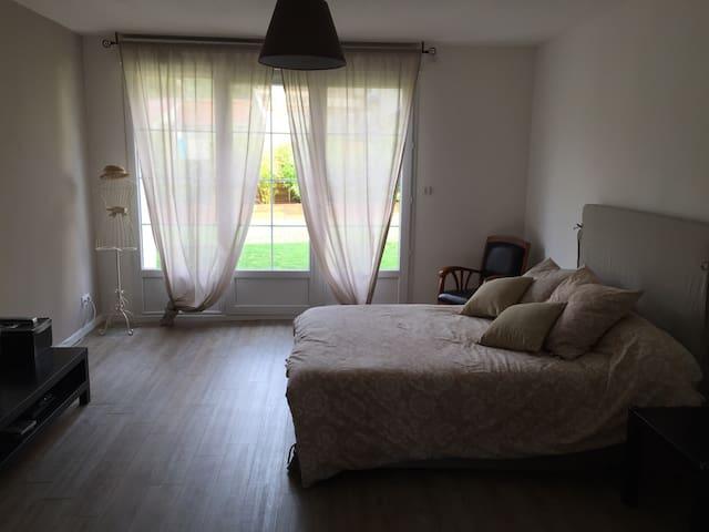 Belle chambre dans maison Briarde - Saint-Cyr-sur-Morin - Дом