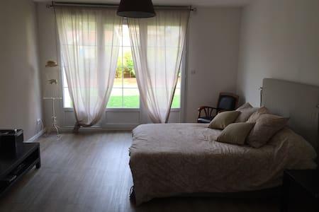 Belle chambre dans maison Briarde - Saint-Cyr-sur-Morin - House