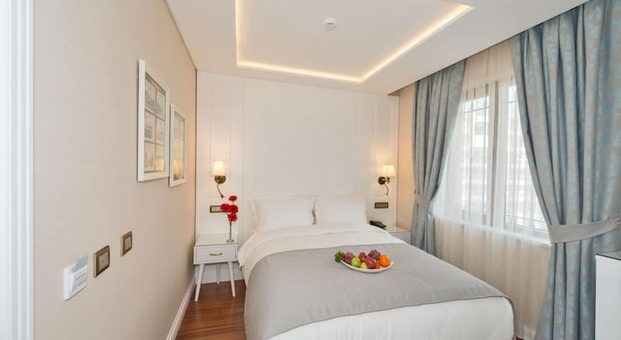 ADA KARAKÖY STANDARD ROOM - Beyoğlu - Bed & Breakfast