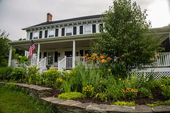 Glenwood Farmhouse Bed & Breakfast - Warwick