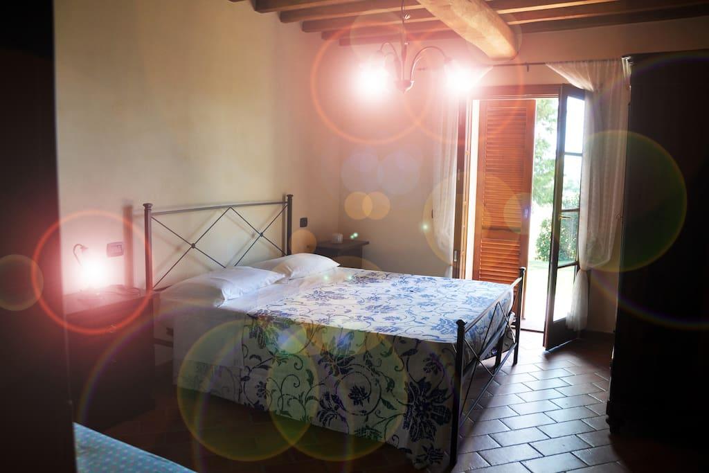 Camera Matrimoniale con acceso al giardino