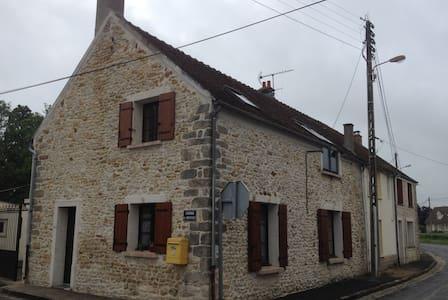 Maison avec 2 grandes chambres - Réau - Ev