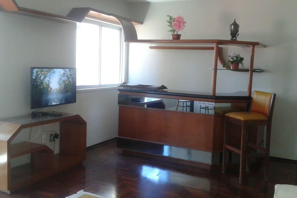 Sala: Espaço e bar integrado