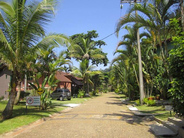 Casa em Barra do Una - Condomínio pé na areia