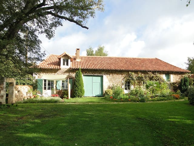 Green Lodge in the heart of Périgord - Manzac-sur-Vern - Dům