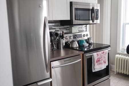 Cozy 2BR Home in Downtown Sydney, Pet Friendly!