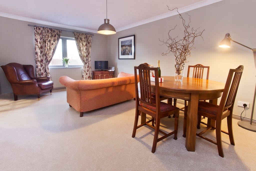 Living area with river views and dining area to accommodate 4