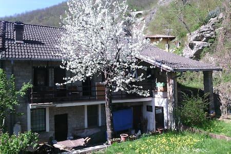 CONVIVIO IN CON TRA - Corte Brugnatella - House