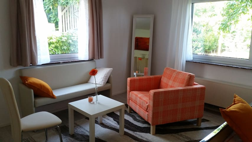 Independent apartment, cozy & calm, near Stuttgart - Ludwigsburg - Lägenhet