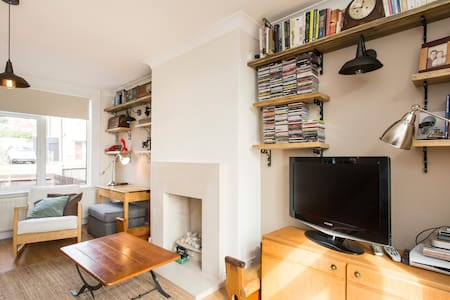 Single room in cottage by the tube! - Barnet - Casa