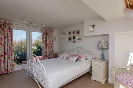 Double loft bedroom with ensuite - Whitton - Hus