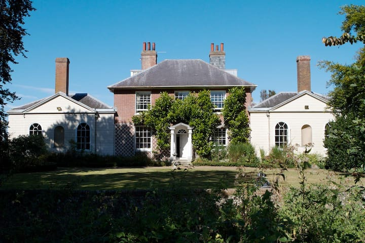 Apartment in historic country house outside lewes