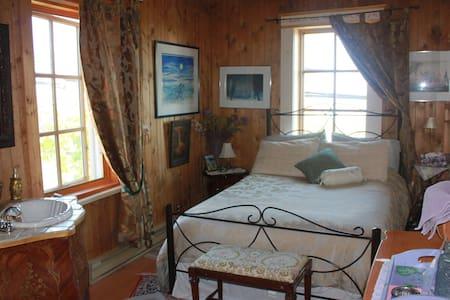 Gîte La Maison sous les lilas - La Malbaie - Bed & Breakfast