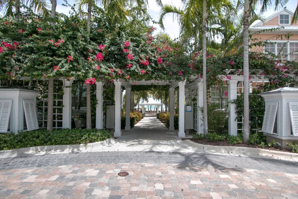 Beautiful Grounds. Entrance to pool