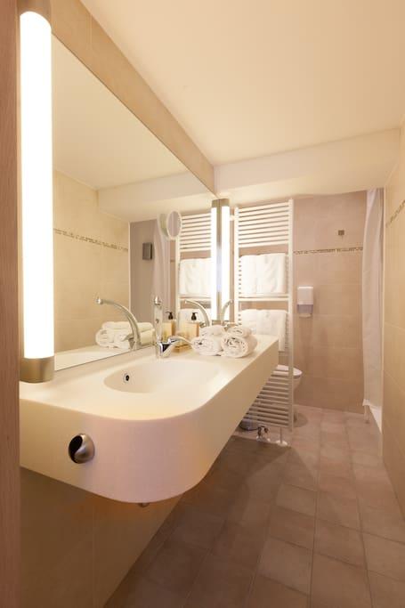 Batroom with double sink