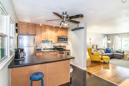 Clean & Bright Condo next to CSU & Old Town!
