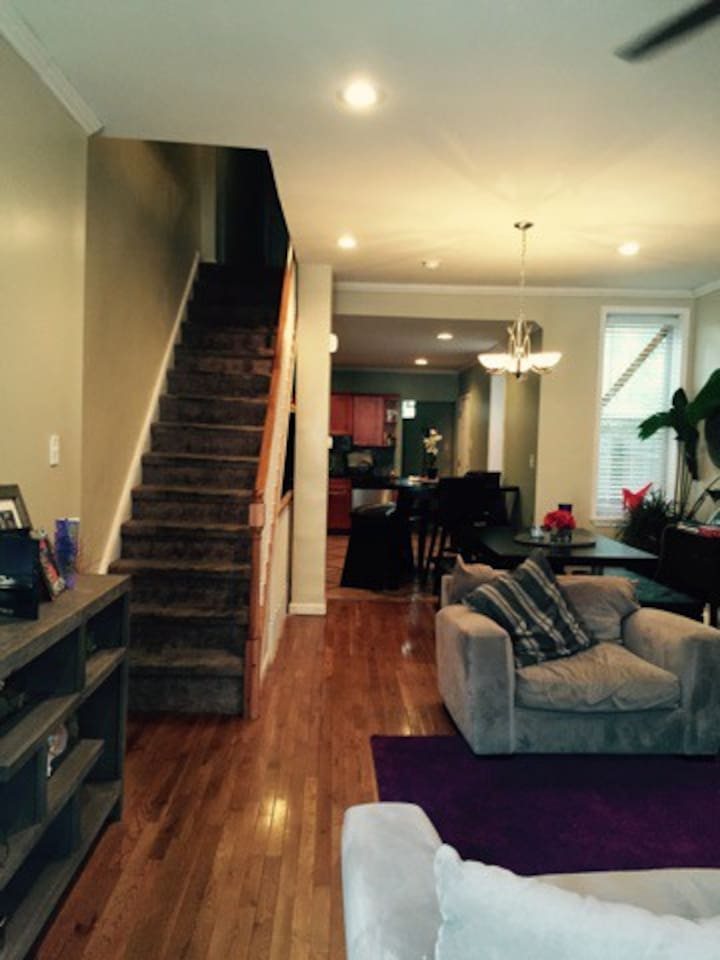 Hard wood floors, ceiling fanfully furnished