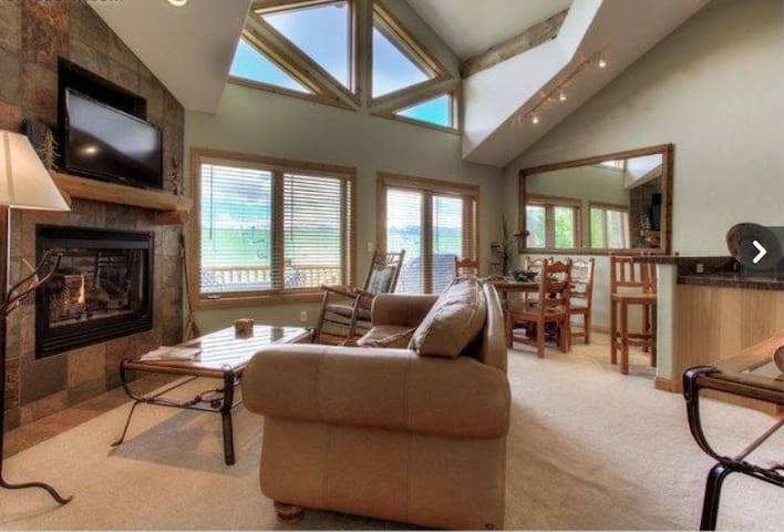 Mountaintop Hideaway, ski slope views - 3 BD, 3BA - Fraser - Casa