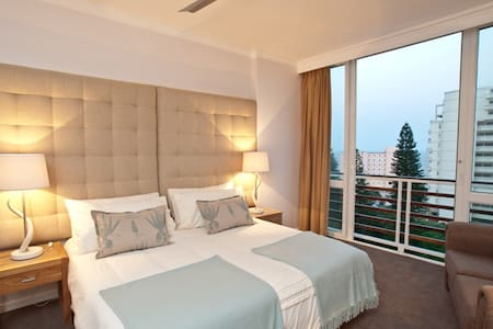 The spacious Main Bedroom - 506 Lighthouse Mall