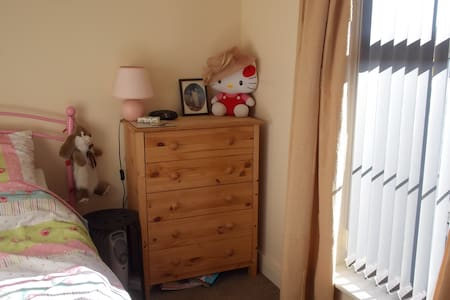 Single room or Double Room (whole flat for Easter) - Beverley - Leilighet