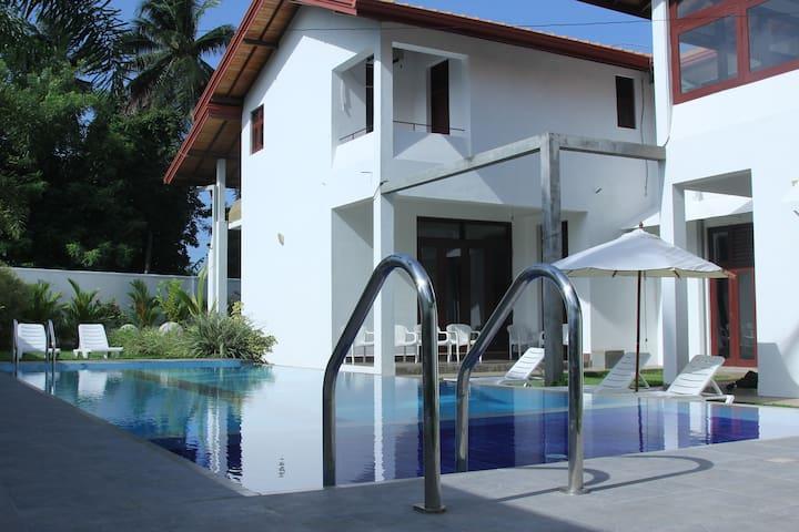 HarrisVilla 5 AC BR with a Pool