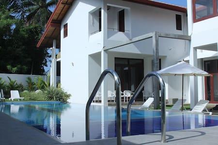 HarrisVilla 5 AC BR with a Pool - Hikkaduwa - Villa