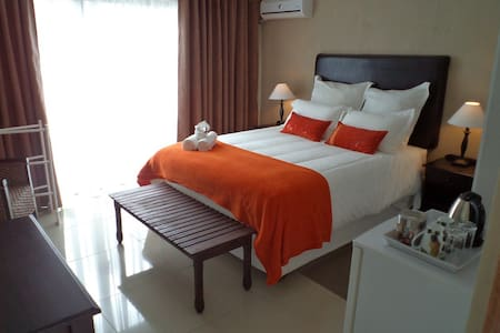 Double room: shower &private garden