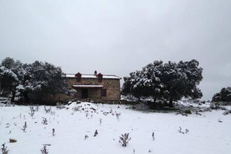 Cortijo rural apartado de la civilización - Pruna