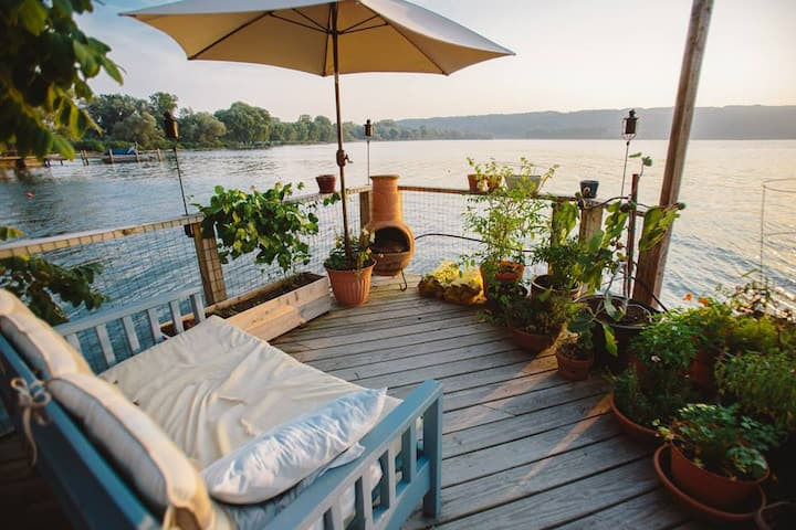 Charming Cottage on Cayuga Lake