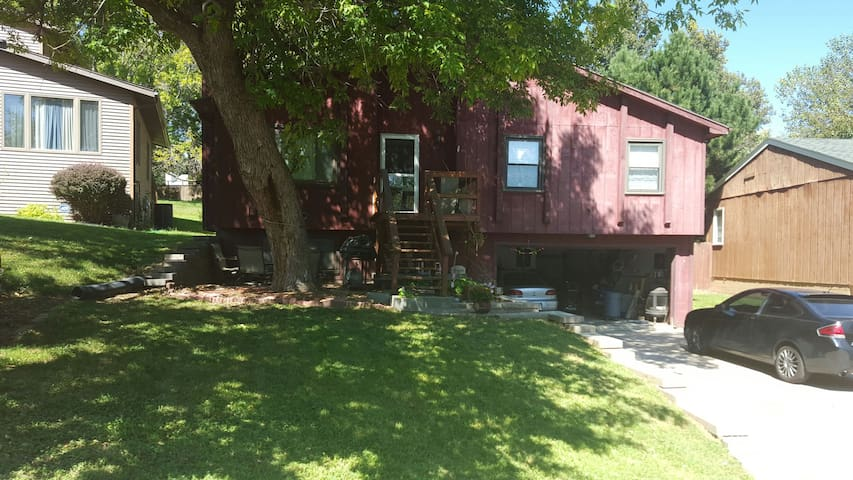 Near Immanuel and close to airport - Omaha - Maison