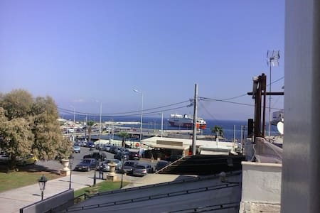 Cosy apartement near port for Cyklades and airport