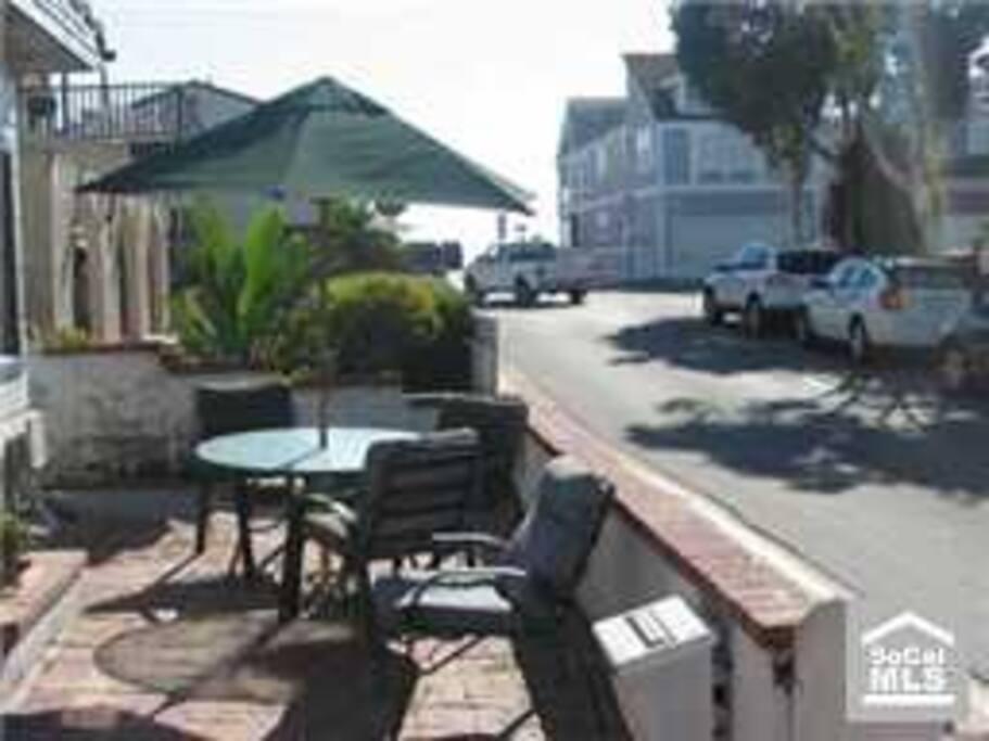 3 doors to the best part of Newport Beach.