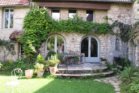 double Bedroom in old stone house - Chérence - Dom