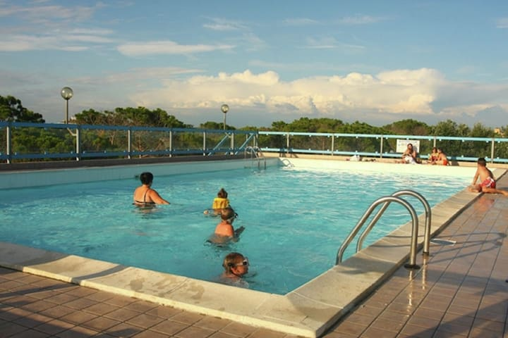 Acogedor apartamento en Bibione, Pineda con piscina