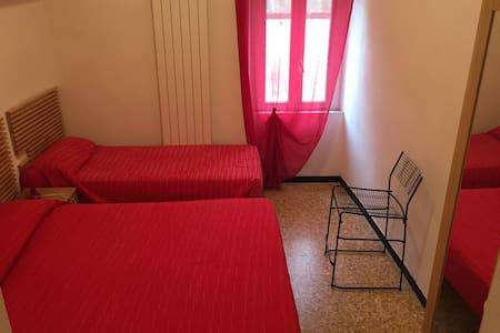 camera con bagno privato numero 8 - Feglino
