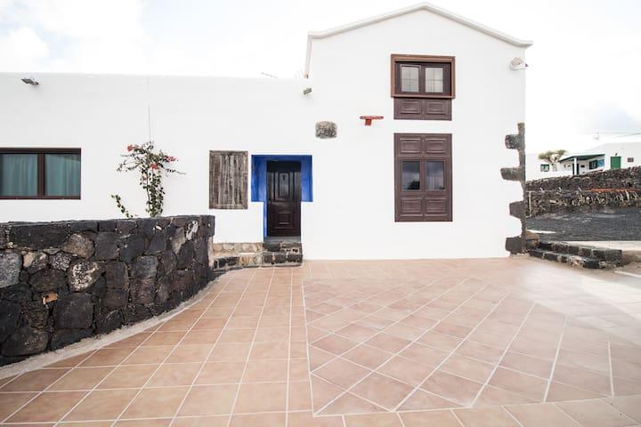 Paz y tranquilidad ambiente rural - Mozaga - Huis
